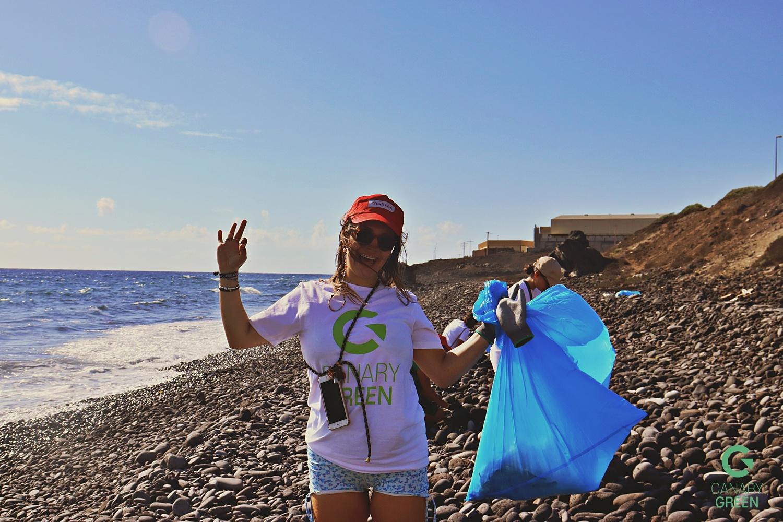 Beach Clean Up in Playa de Lima, Tenerife - Hanna Schumann