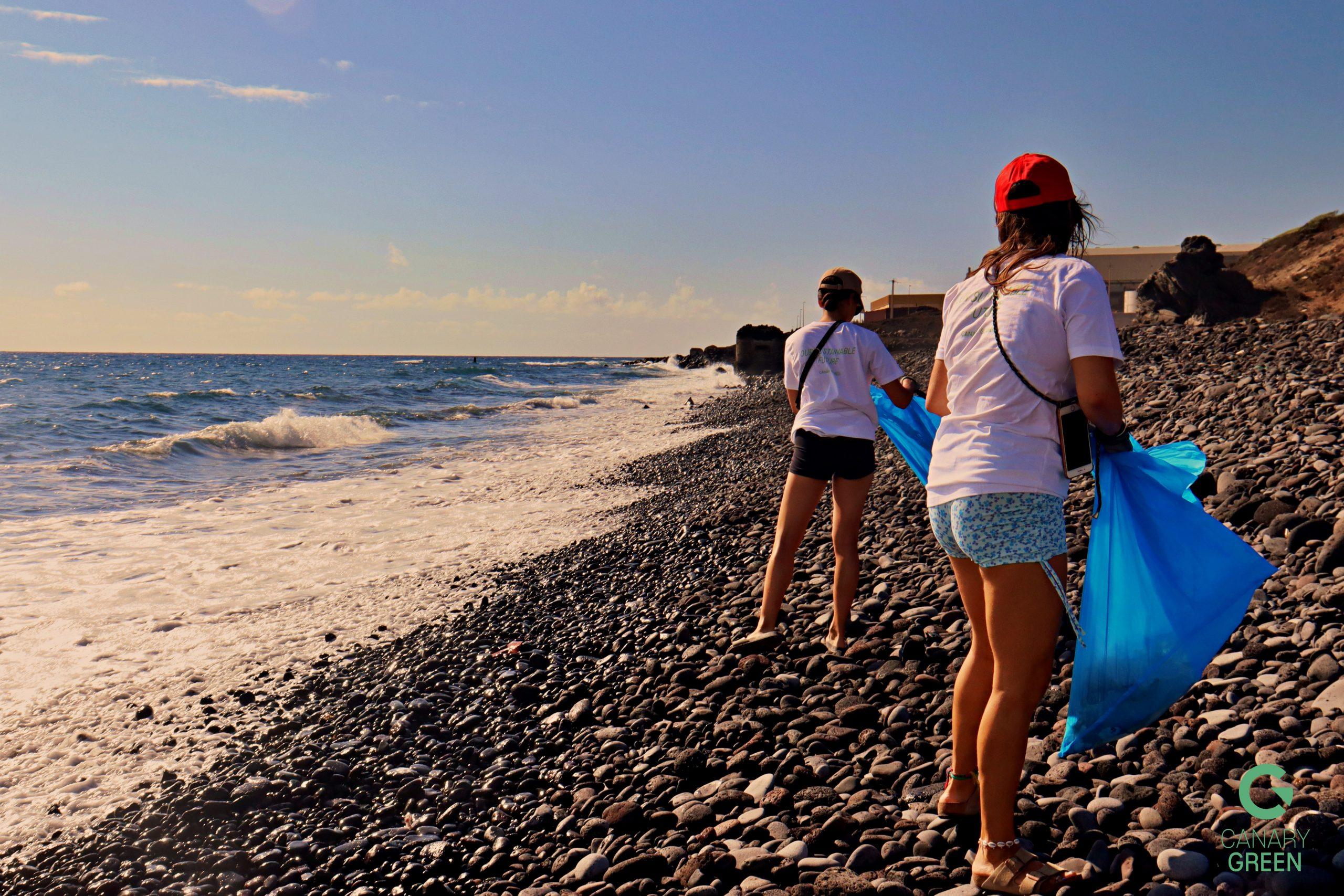 Beach Clean Up in Playa de Lima, Tenerife - Hanna Schumann & Lisa Plaickner
