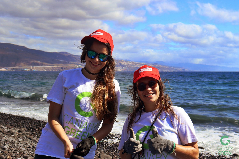 Beach Clean Up in Playa de Lima, Tenerife - Hanna Schumann & Ilinca Romocea